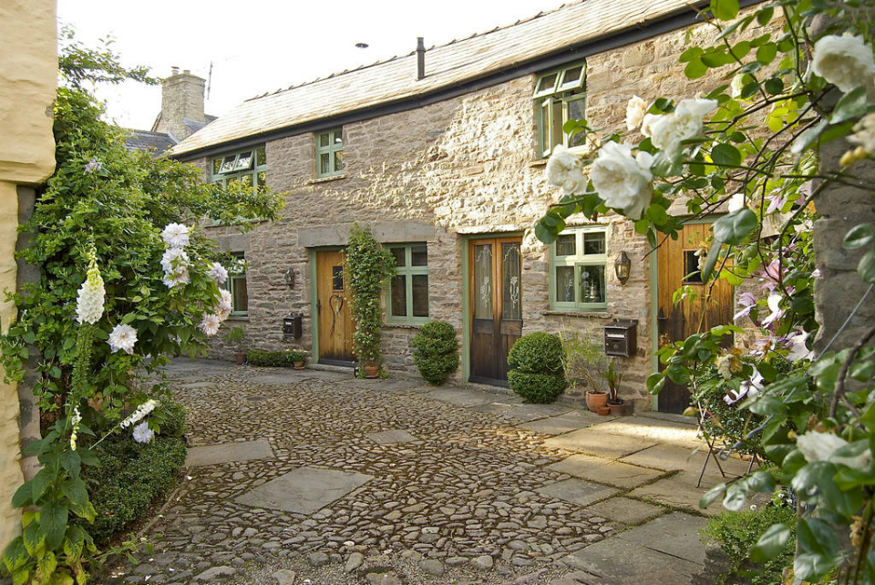 01_hideawaysinhay-_coach_house_and_stables_cottages-_hay-on-wye