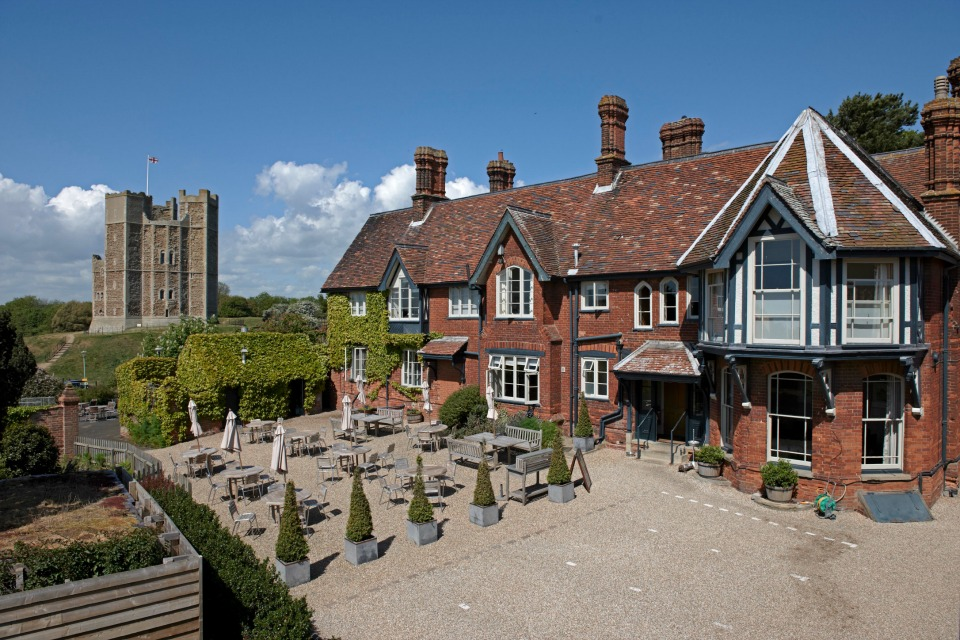the-crown-castle-inn-in-suffolk